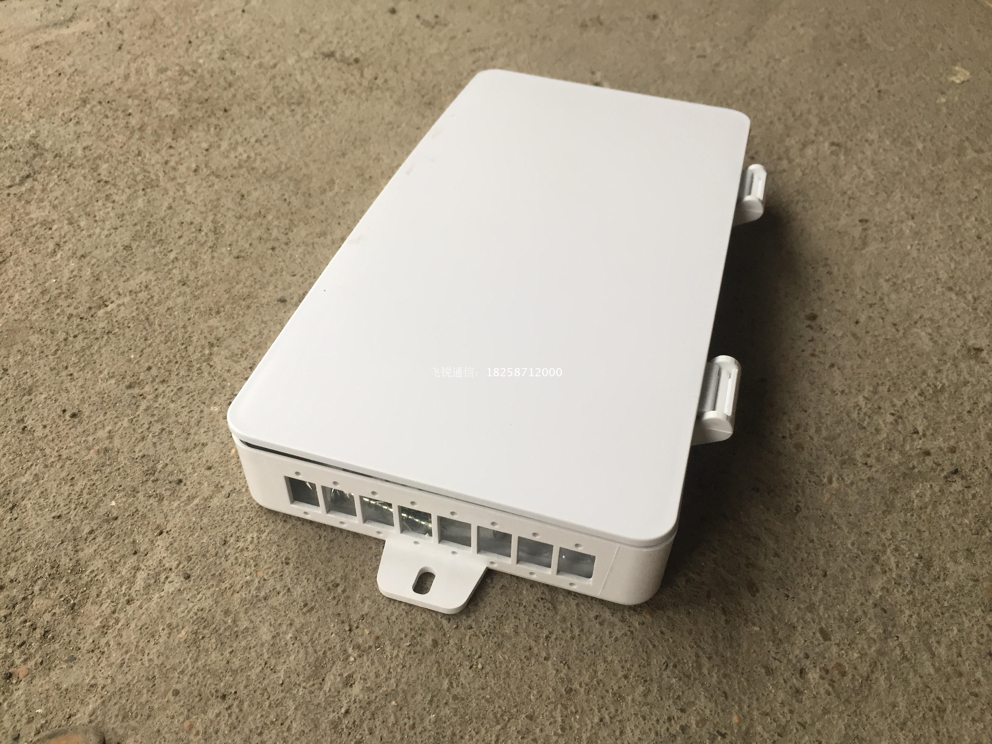 MT-1217 8 Core Wall Mounted Type FTTH Terminal Box